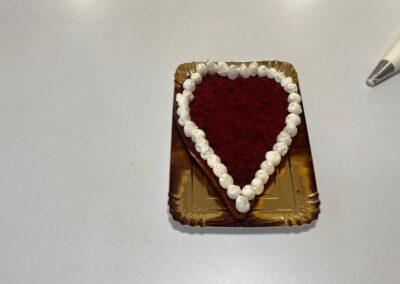 Formate dei ciuffetti intorno al cuore