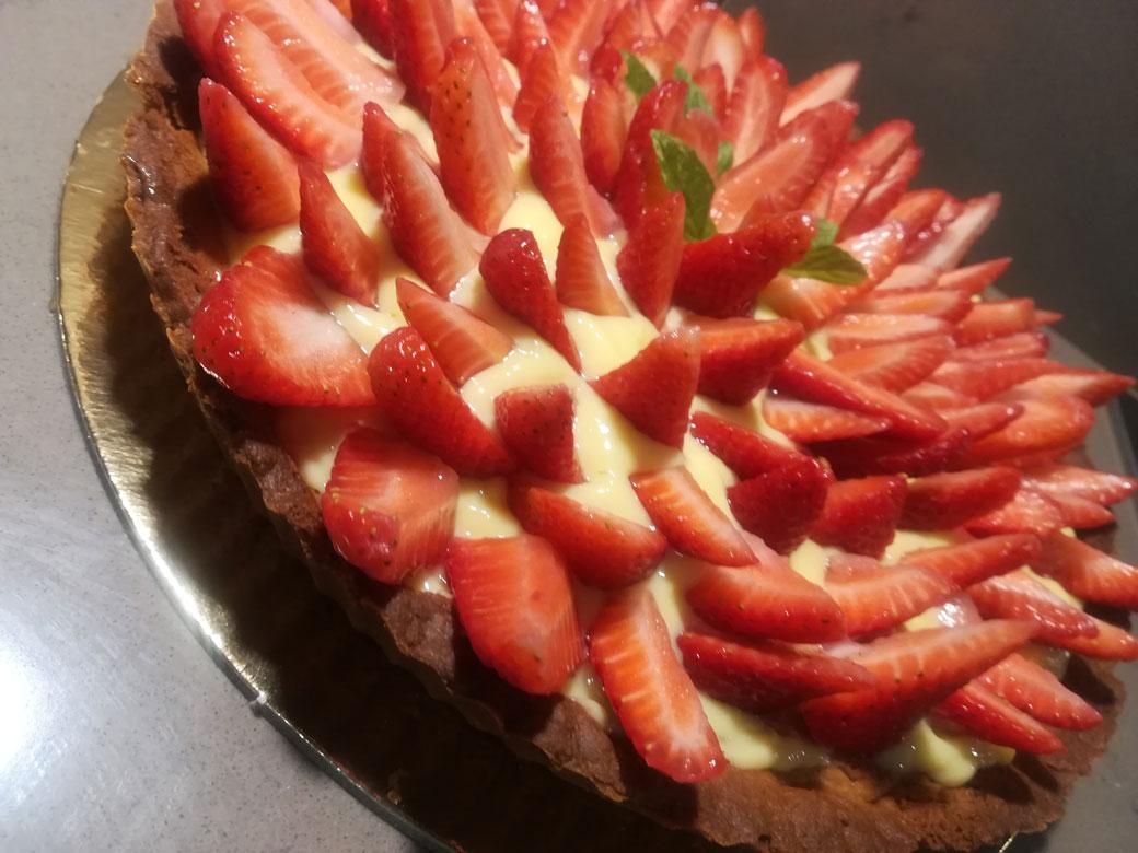 Crostata della Monica con crema pasticcera e fragole
