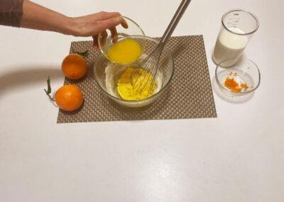 Versate il succo d'arancia