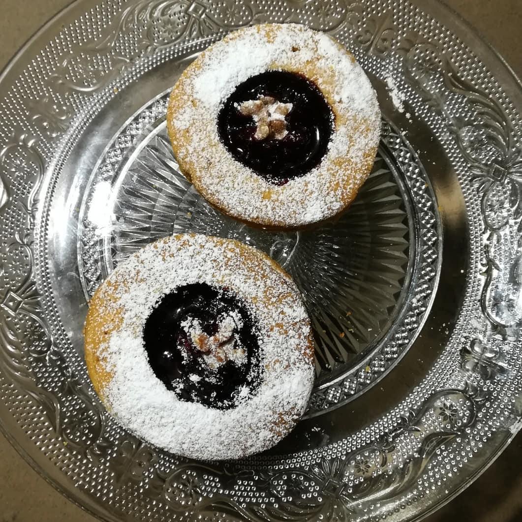 Biscotti di pastafrolla della Monica con marmellata frutti di bosco