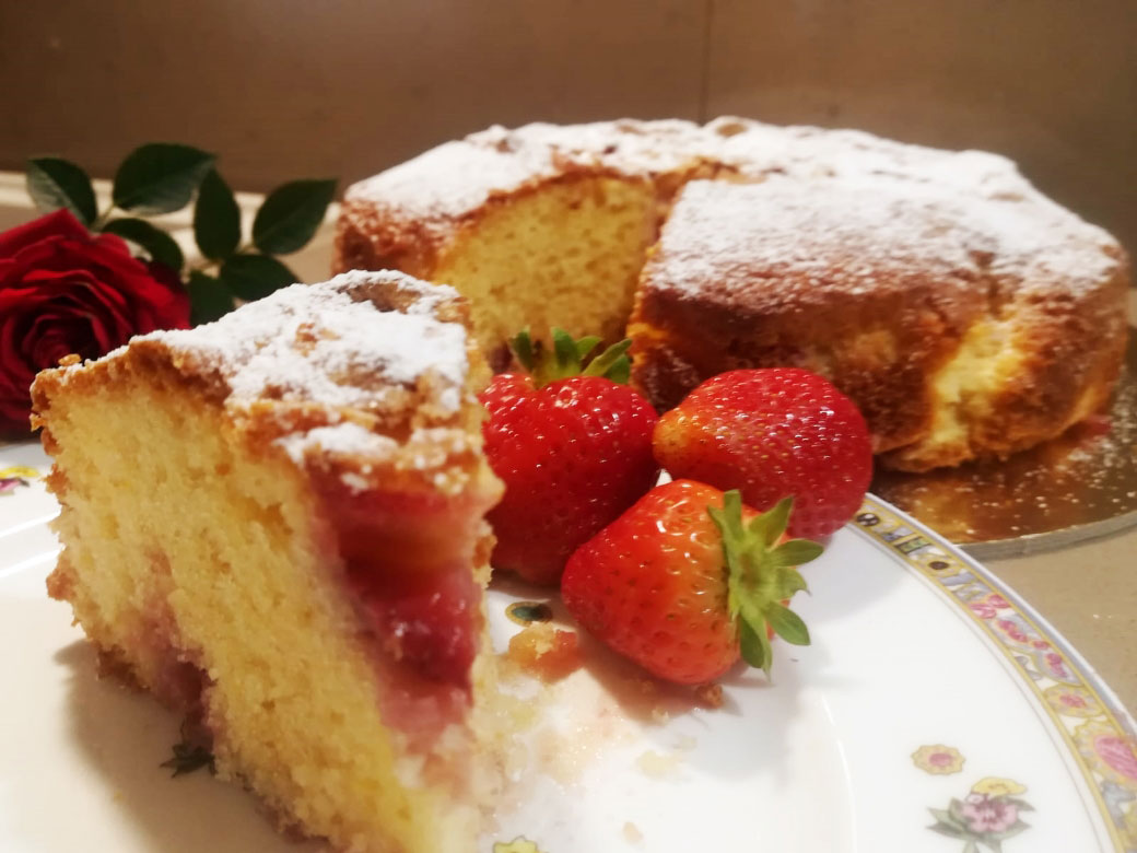 Torta soffice con fragole e yogurt