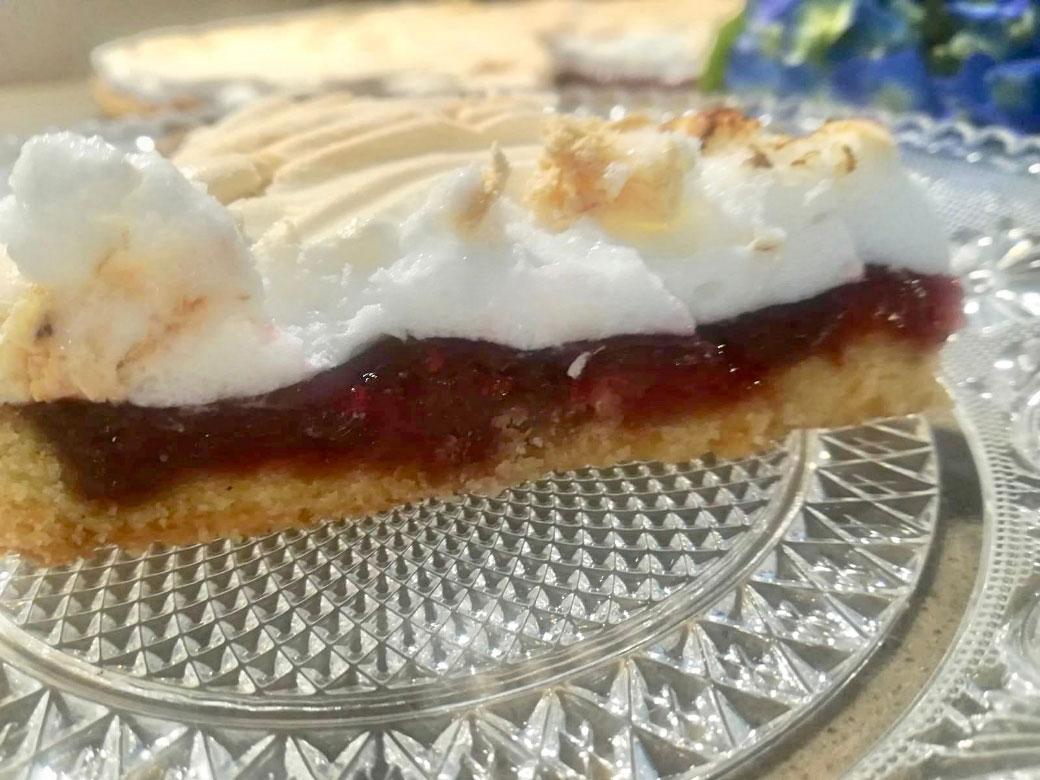 Crostata meringata con marmellata di lamponi della Monica