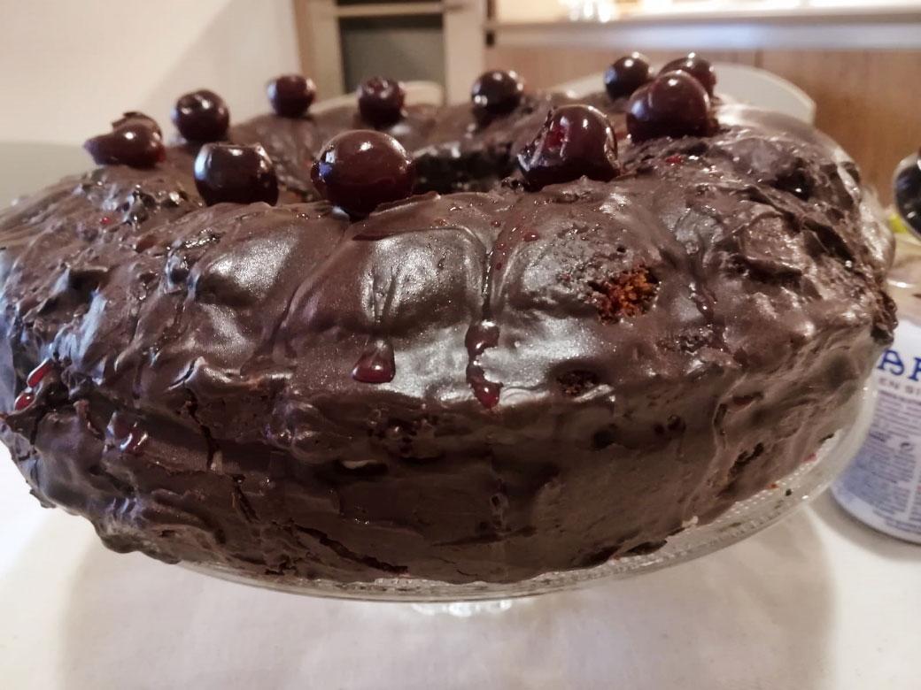 Torta al cioccolato con crema al mascarpone e amarene della Monica