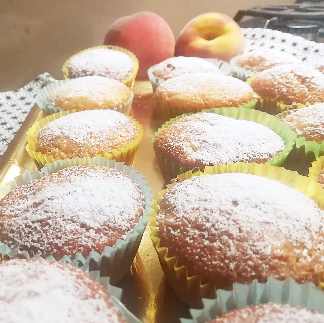 Muffin soffici alle pesche della Monica