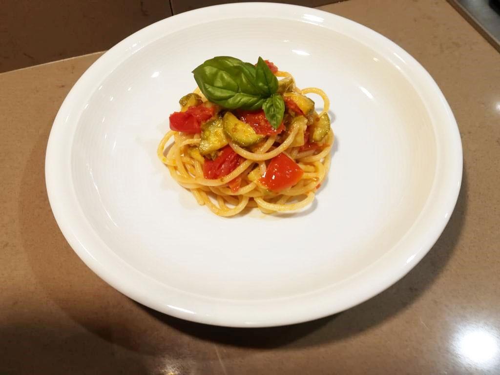 Spaghettoni pomodorini e zucchine
