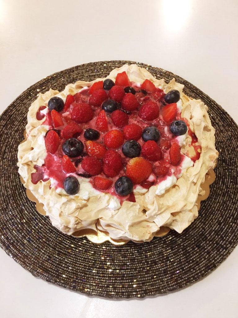 Torta Pavlova rivisitata della Monica