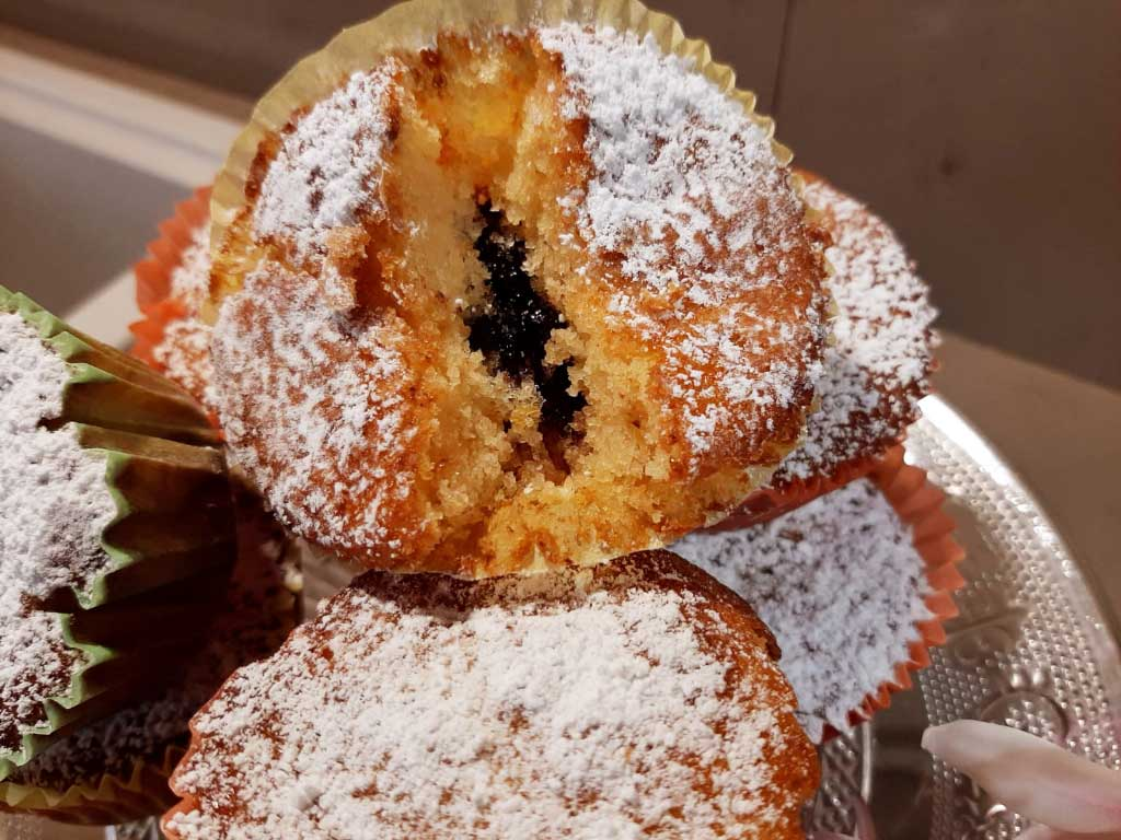 Muffin alla marmellata ai frutti di bosco