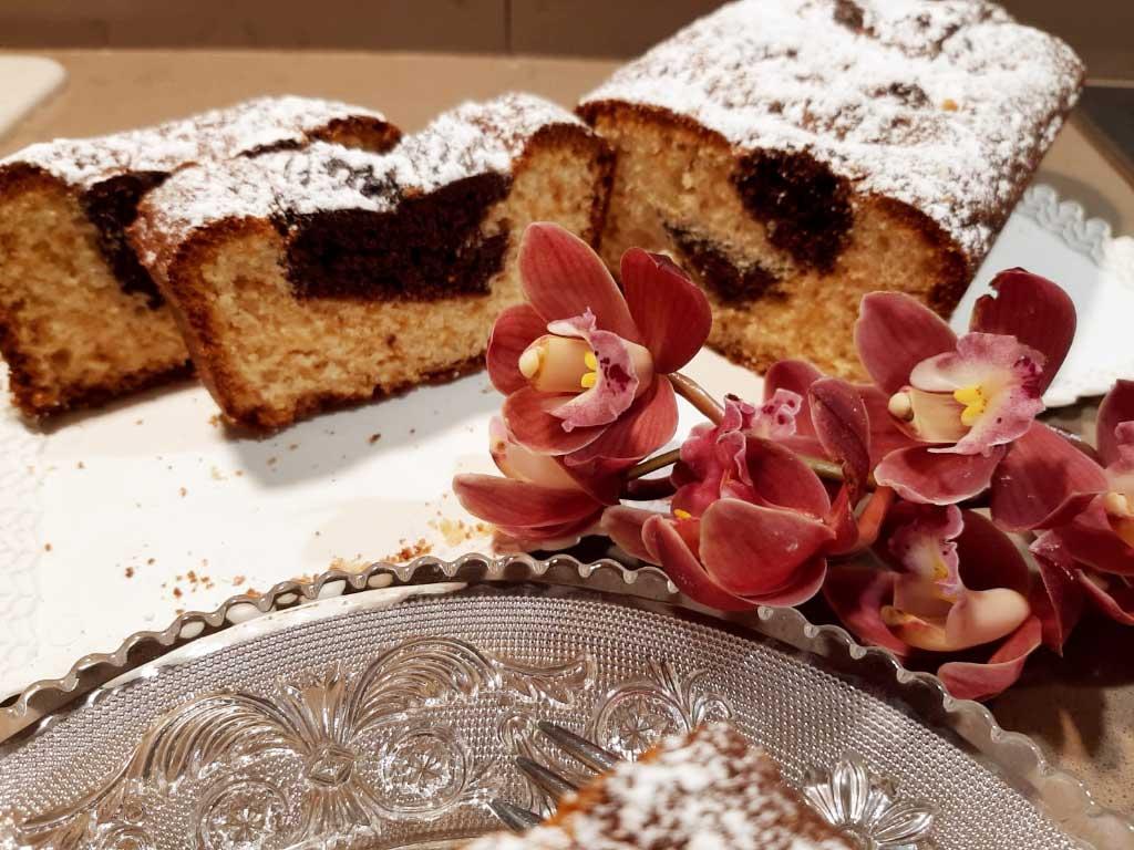Plumcake  soffice con anima di cioccolato della Monica
