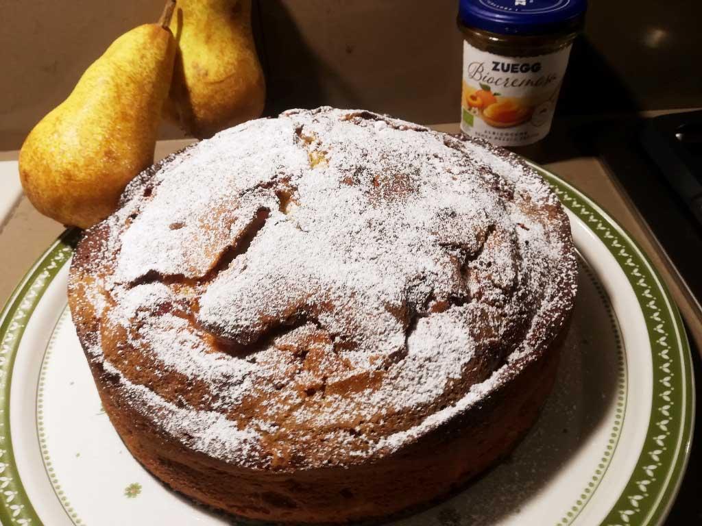 Torta soffice alle pere con crema e marmellata della Monica