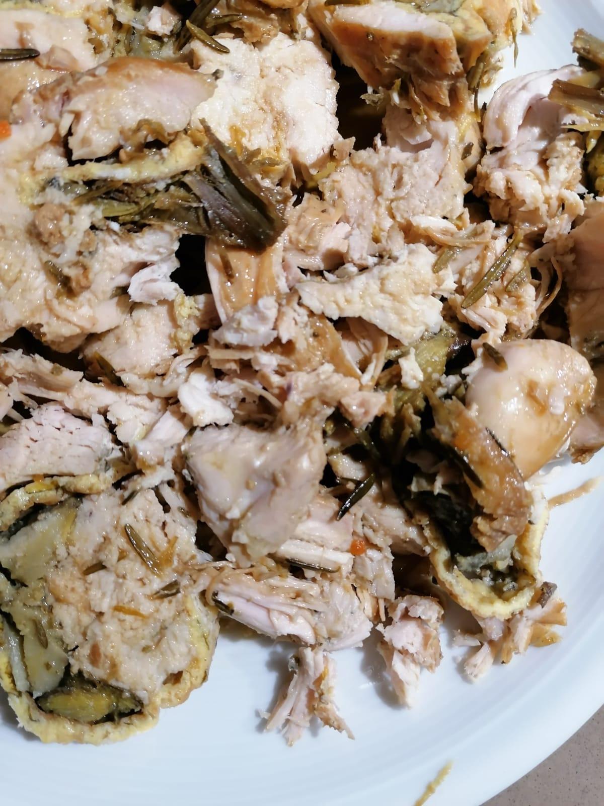 petto di pollo ripieno con frittata e carciofi