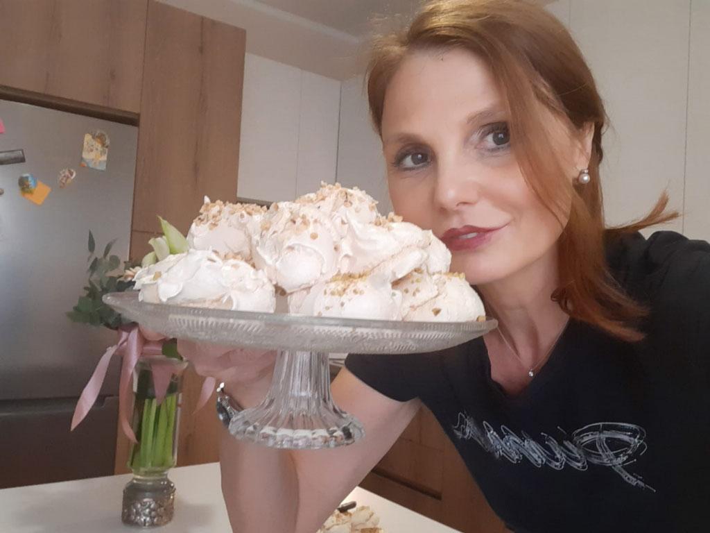 Meringhe della Monica con pistacchi e nocciole