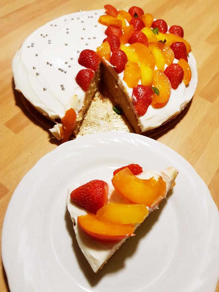 Crostata morbida con yogurt e frutta fresca  della Monica