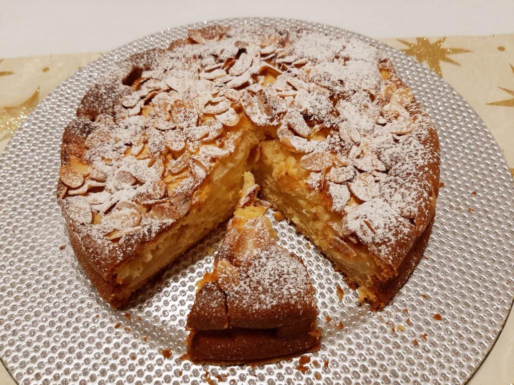 torta soffice alle mele e panna della Monica