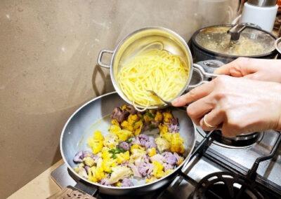 Aggiungete la pasta al cavolfiore