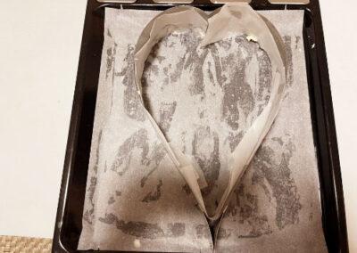 Foderate una leccarda più lo stampo con carta forno