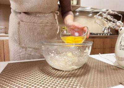 Versate le uova a temperatura ambiente