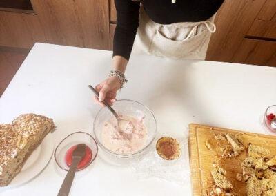 Aggiungete il gelato al primo strato di colomba