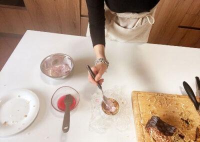 Ripetete il solito procedimento per realizzare zuccottini con gelato gusto amarena (senza frutti di bosco freschi)