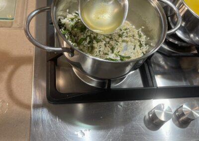 Aggiungete a più riprese il brodo 🥣 vegetale
