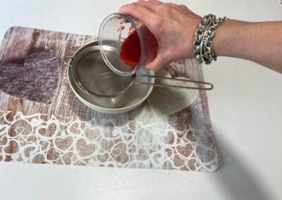 Setacciate il succo ottenuto per levare eventuali semini