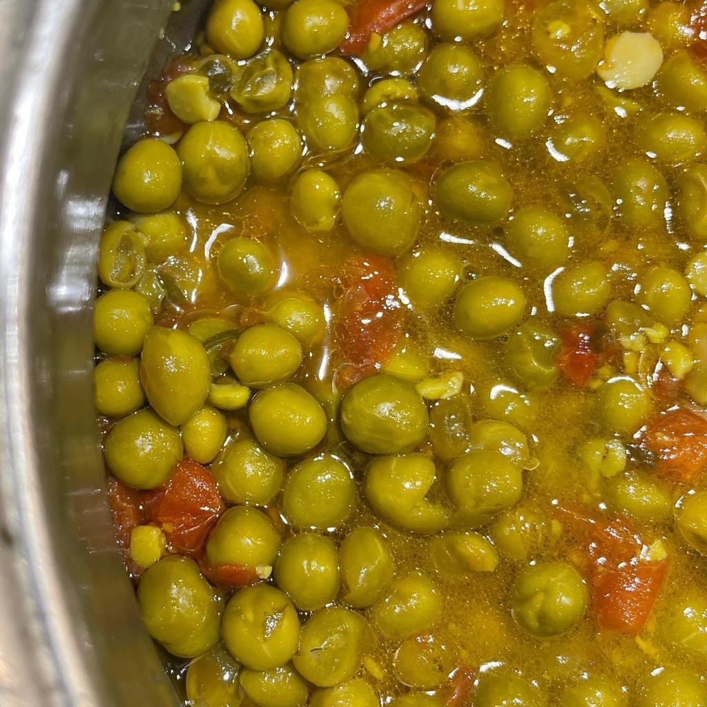 Piselli freschi con pomodorini