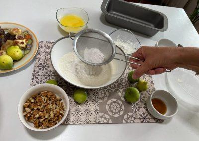 A parte setacciate la farina 00 e il lievito per dolci